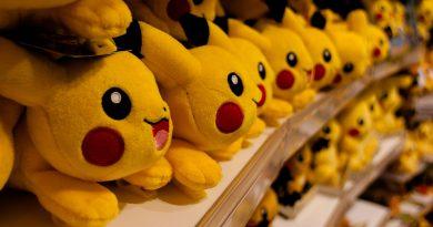 bunch of pokemon toys