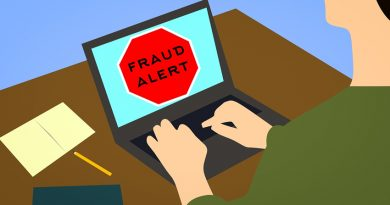 laptop screen saying 'fraud alert'