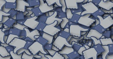 A pile of Facebook logo thumbs